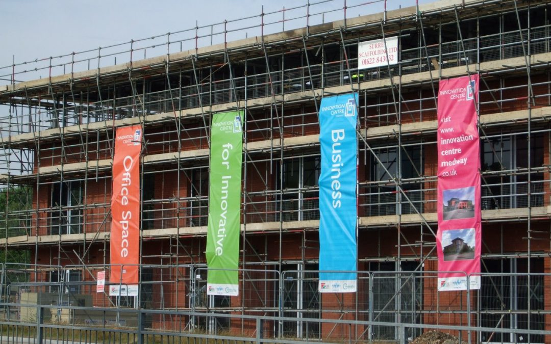 printed-banner-hngin-on-building